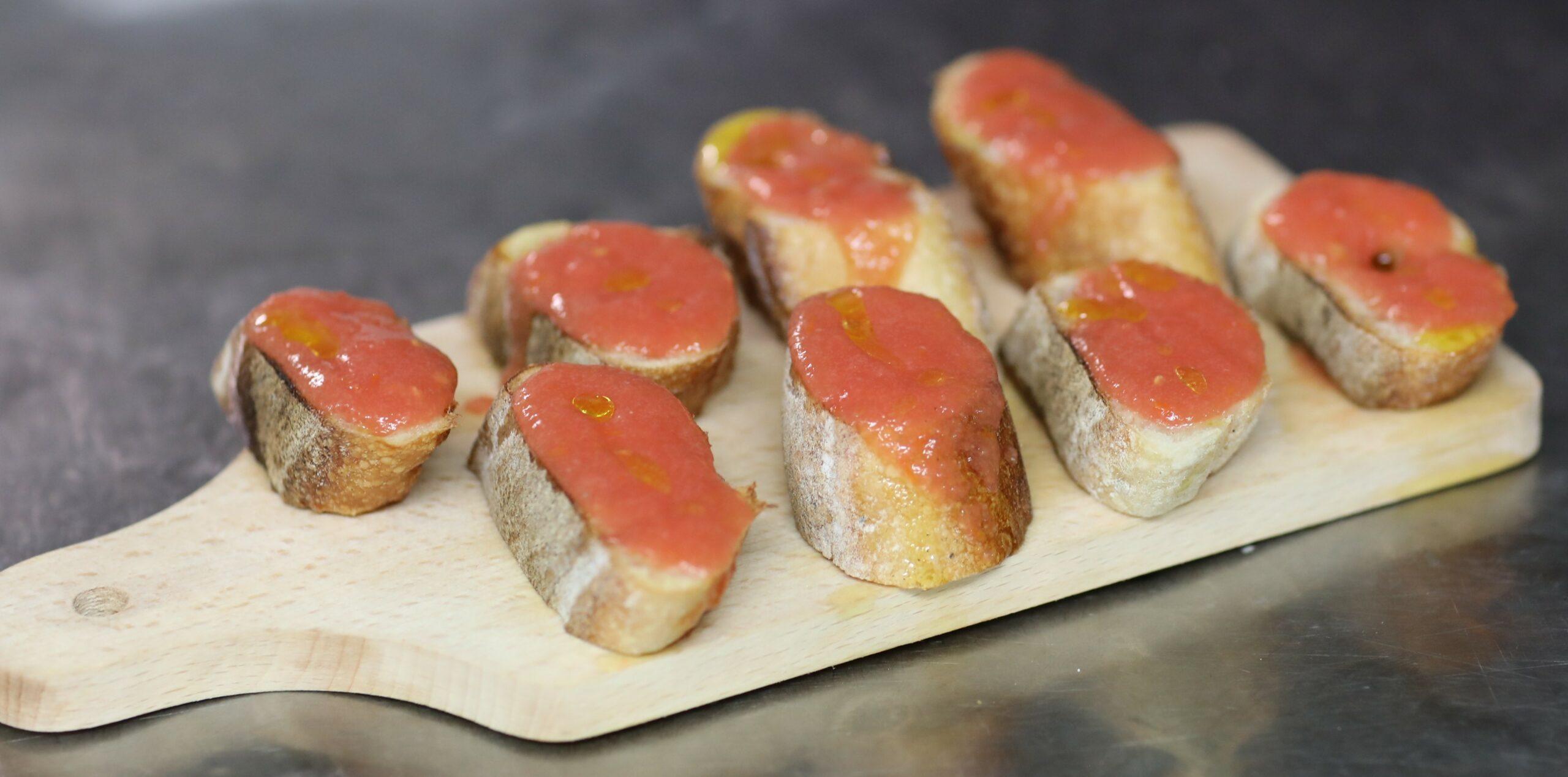recette du pan con tomate servi au resto espagnol Les Piétons à Paris